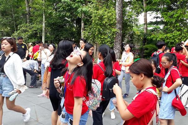 Các em nhỏ thích thú cười đùa khi tham gia trại hè